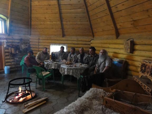 """Lépidoptéristes de l'ALF et guides russes à l'hôtel """"Ak Boom"""" (alt. 1600 m), au sud de Shebalino. 7 juillet 2010. Photo : B. Lalanne-Cassou"""