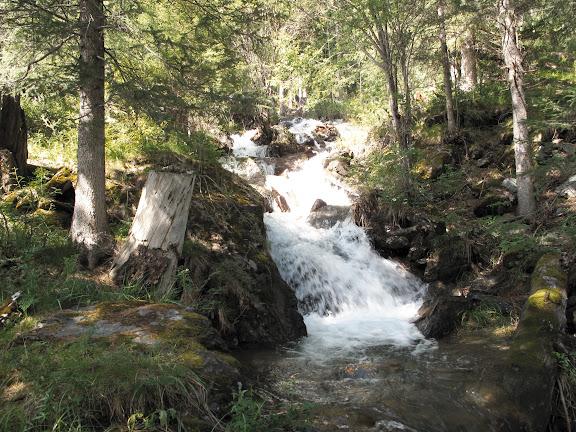 Cascades de Syrlak près du col de Tchike Taman (alt. 1500 m). 8 juillet 2010. Photo : J. Marquet