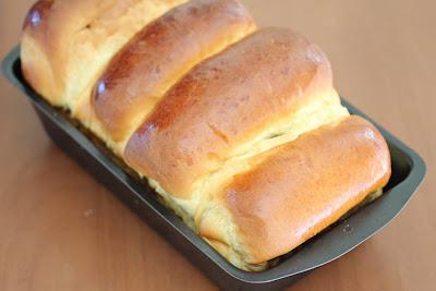 photo milk bread in a pan