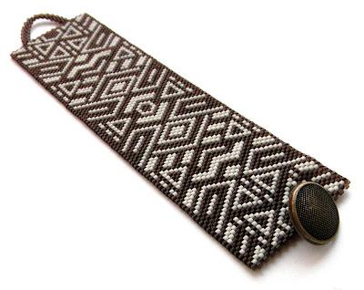 Купить браслет из бисера. Стильные украшения ручной работы.