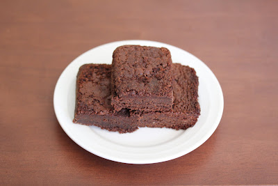 overhead photo of a plate of brownies