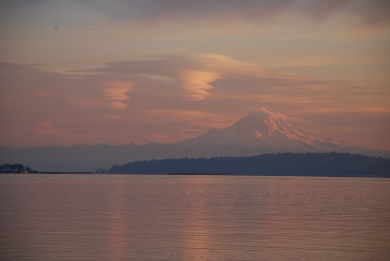lenticular clouds over Mt Rainier