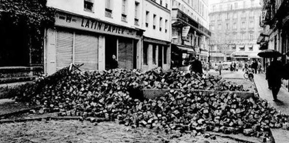 France-Paris-Barricade-mai1968-1