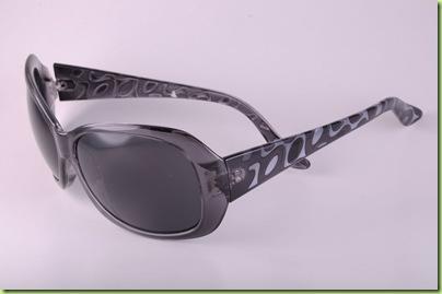 98aeb3892ad38 Para comemorar, traz novidades em sua infinidade de modelos e marcas de  óculos ...