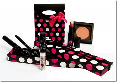B Side Make up - Kit Namorados SUPER VALENTINE R$ 78,00 e  My Joy R$ 101,00 em alta