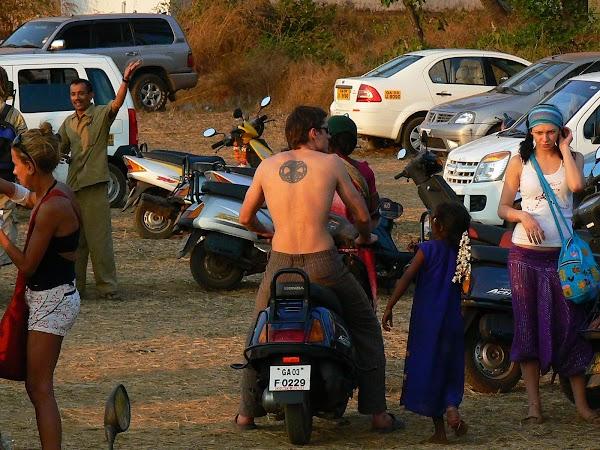 Imagini India Goa: moto-taxi la Anjuna