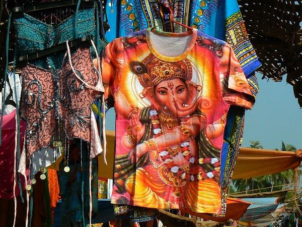 Imagini India Goa: tricou cu Ganesh la Anjuna Market