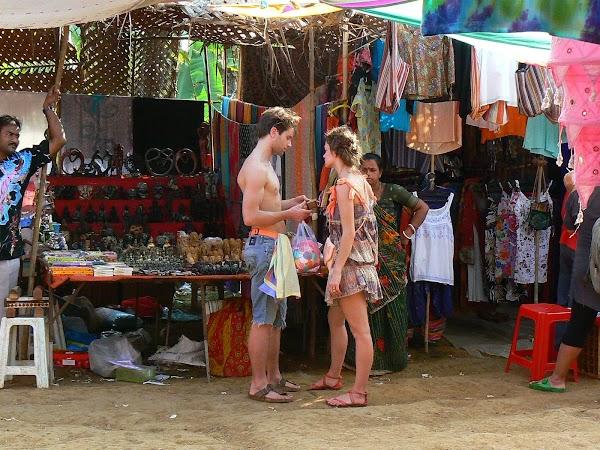 Imagini India Goa: neo-hippie la Anjuna Market