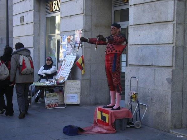 Imagini Spania: dati un euro, se va misca.JPG