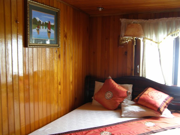Obiective turistice Vietnam: Halong Bay cazare pe vas.JPG
