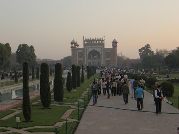 Imagini India: gradina Taj Mahal Agra