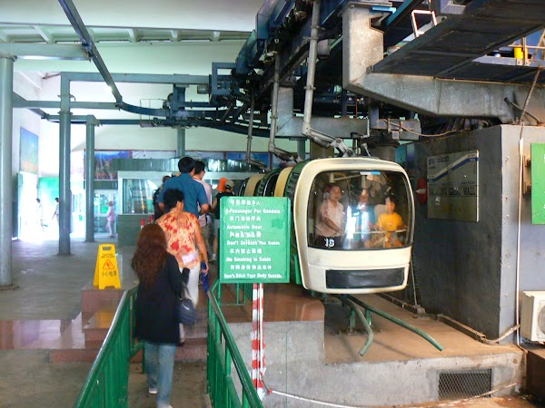 Obiective turistice China: telegondola Badaling.JPG