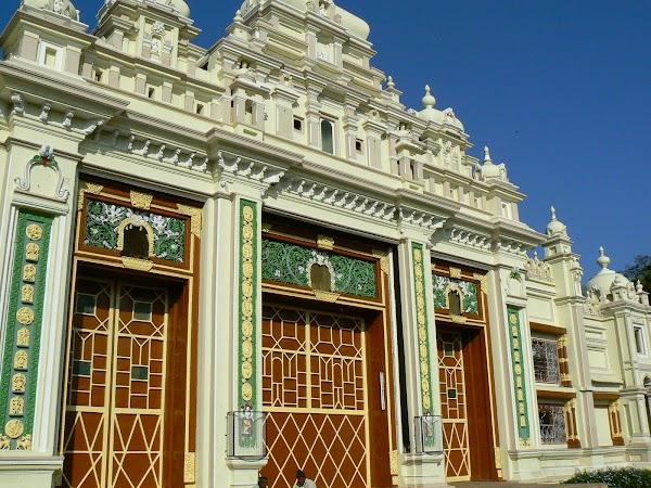 Obiective turistice India: o poarta a palatului Mysore