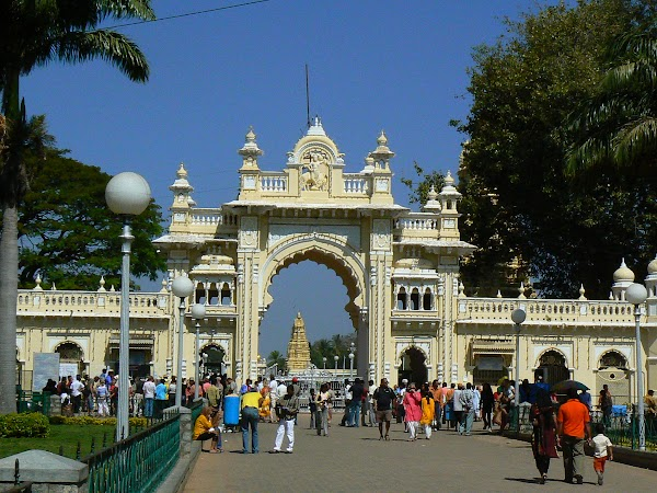 Obiective turistice India: intrare in palat Mysore