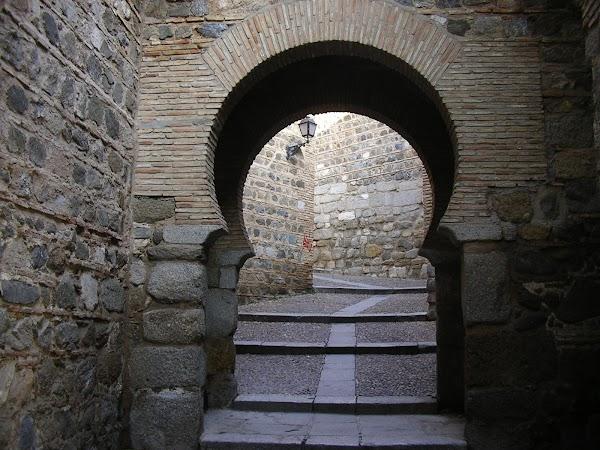 Obiective turistice Spania: intrarea islamica in oras.JPG