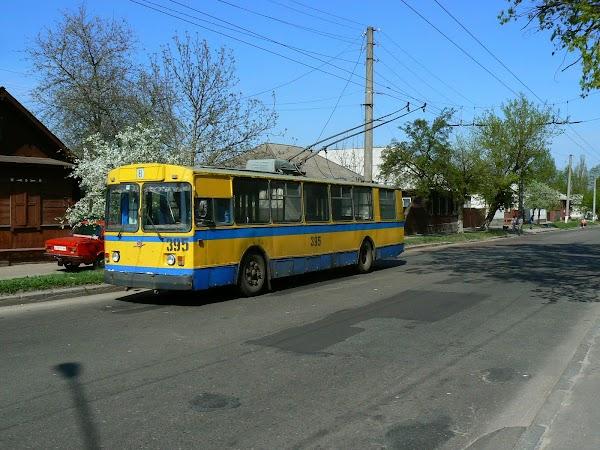 Obiective turistice Ucraina: troleibuze in Cernighiv.JPG