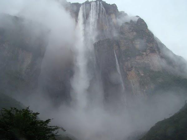 Obiective turistice Venezuela: Angel Falls din punctul de observatie.JPG