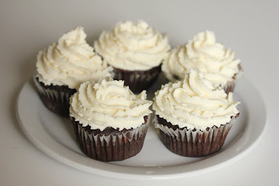 Chocolate cupcakes with mascarpone frosting