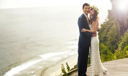 侯佩岑和黄伯俊以天堂度假村美景为背景拍下甜蜜婚纱照。(图片来源:台湾苹果日报).jpg