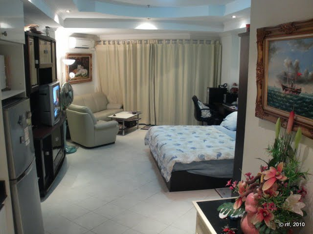 <a href='rent_room_pattaya_vt241.phtml'><b>Pattaya Condo Jomtien #241:</a></b><br>a beautiful room with intimate atmosphere from 550 Baht / day.