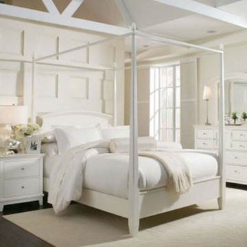white-canopy-bed