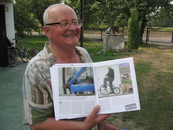 muzeum rowerów gołąb - pan Józef z książką