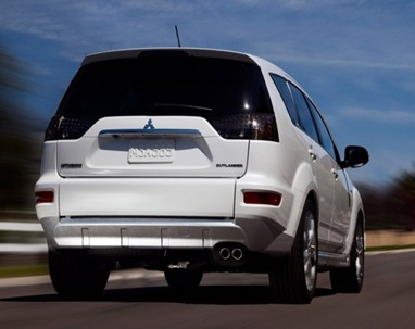 2009-Mitsubishi-Outlander-GT-Concept-Rear-Angle-View-588x441