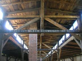137 - Auschwitz II - Birkenau, El habla es plata, el silencio es oro.JPG