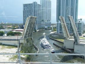 053 - Puentes sobre los canales.JPG