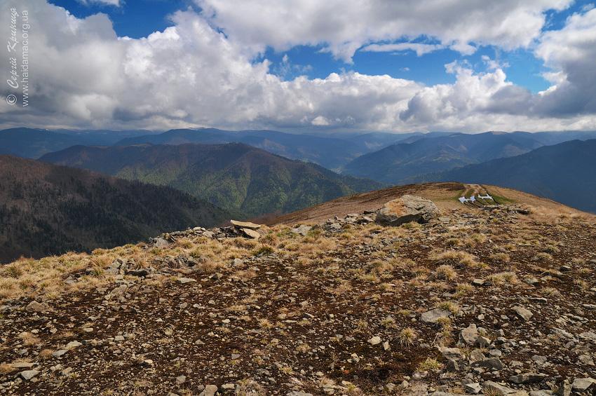 вид з передвершини Климової на долину Мокрянки та Брустурянки
