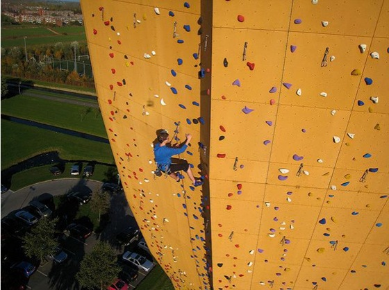 worlds_tallest_climbing_wall_12