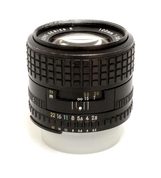 Nikon Serie E 100 f/2.8