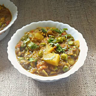 Eggplant, potatoes and green peas curry recipe – Aloo Baingan Matar ki sabji.