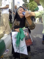Old lady supporting Mousavi