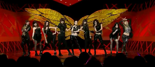 The SNSD-bot's work the black soshi on Inkigayo