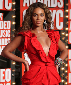 Beyoncé on the red carpet at the VMA's [image courtesy of Getty images and MTV]