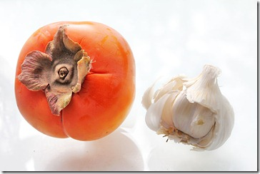 101126_hachiya_persimmon_and_garlic