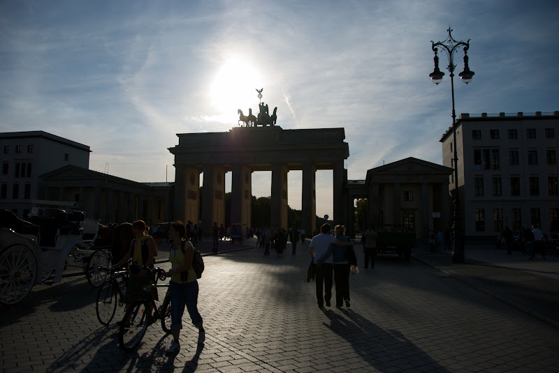 silhouette view brandenberg gate sun background
