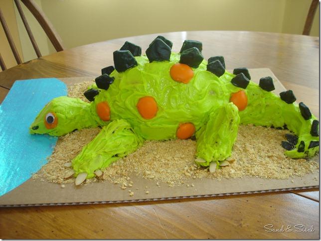 Stegasaurus cake 2