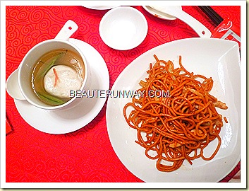Old Hong Kong Legend Michelin Chef Ng Hangzhou Fried Noodles and Brasenia Fishballs 金雕玉器(配)蓴菜鱼圓