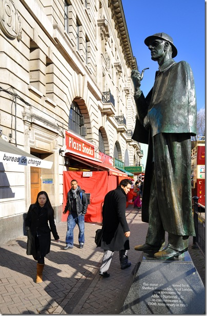 statue of sherlock holmes attracting attention