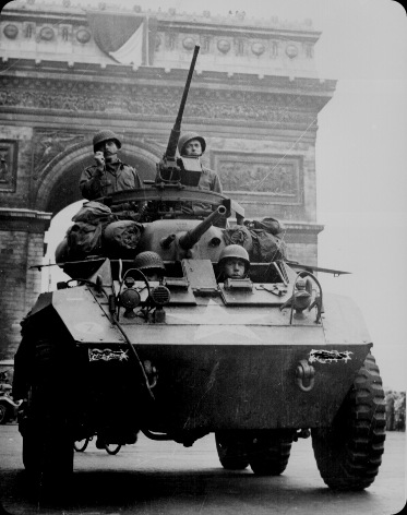 American troops in tank passing the Arc de Triomphe after the liberation of Paris Aug 1944