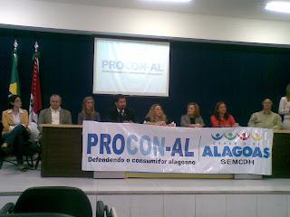 Rodrigo Cunha ao microfone durante o Seminário Acessibilidade e Relações de Consumo