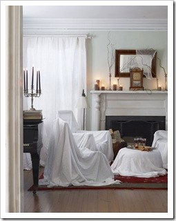 DIY-Halloween-Decorations-sheets-over-furniture-1010-de