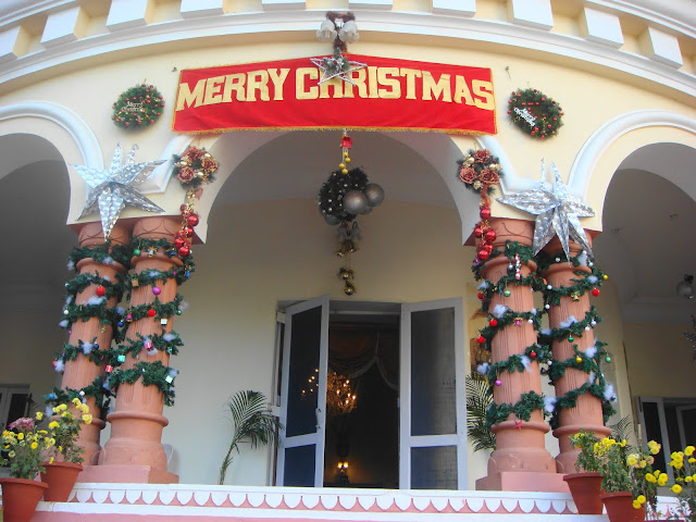 Christmas decoration at the entrance of hotel Sariska Palace