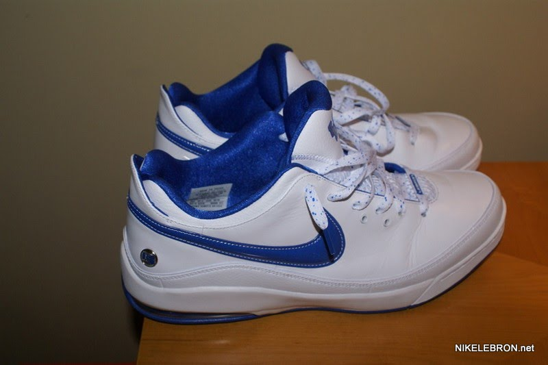 de215cd43189 ... Nike Air Max LeBron VII 7 Low 8211 University of Kentucky PE ...