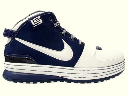 new style 1d6f8 40787 GR Yankee Zoom LeBron Six Available at Eastbay   NIKE LEBRON - LeBron James  Shoes