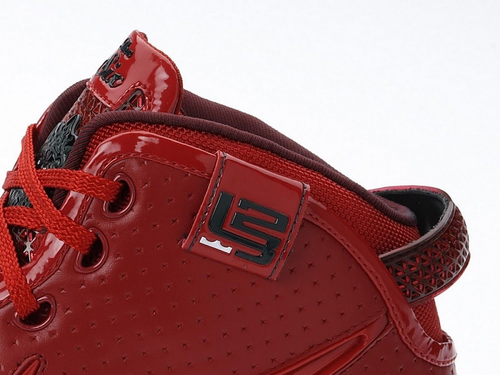 f12d1ed2ffa ... Big Apple Zoom LeBron VI Coming to House of Hoops on 1128 ...