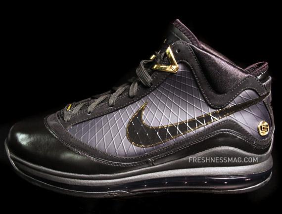 de05b4b327b black nike training shoes lebron 1 sneakers
