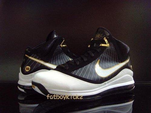 c75bf1d9456a92 Black   White   Gold – Nike Air Max LeBron 7 (VII) Preview